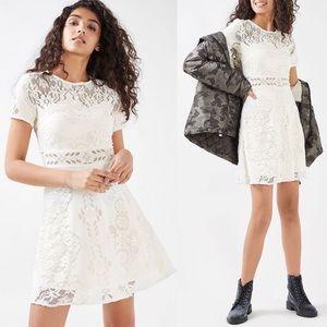 ✖️[Topshop] Cream Lace Peekaboo Skater Dress